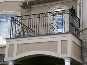 Parapetti ferro esterni moderni prezzo saronno 3erre for Grate in legno per balconi