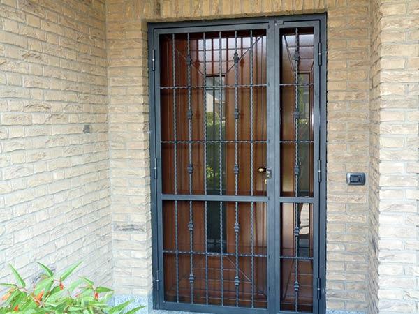 Inferriate per finestre monza brianza cancelletti di sicurezza protezione antitaglio - Grate finestre ferro battuto prezzi ...