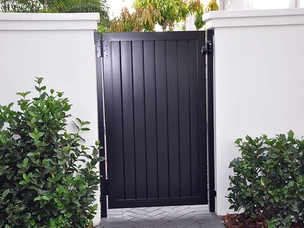 Installazione-cancello-pedonale-pronta-consegna-monza-brianza