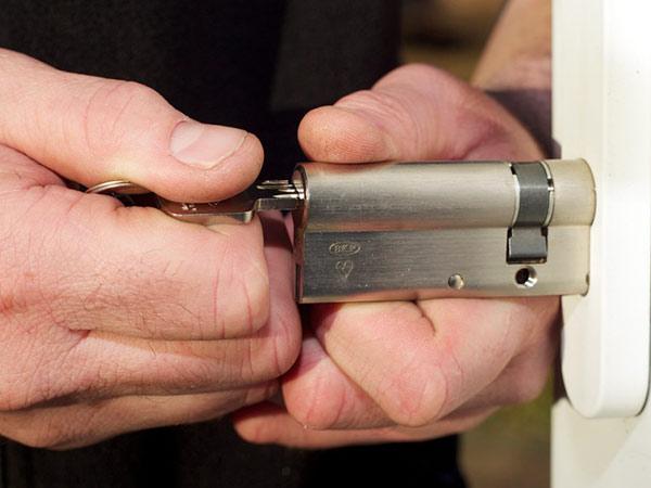 Sostituzione-serrature-cilindro-europeo